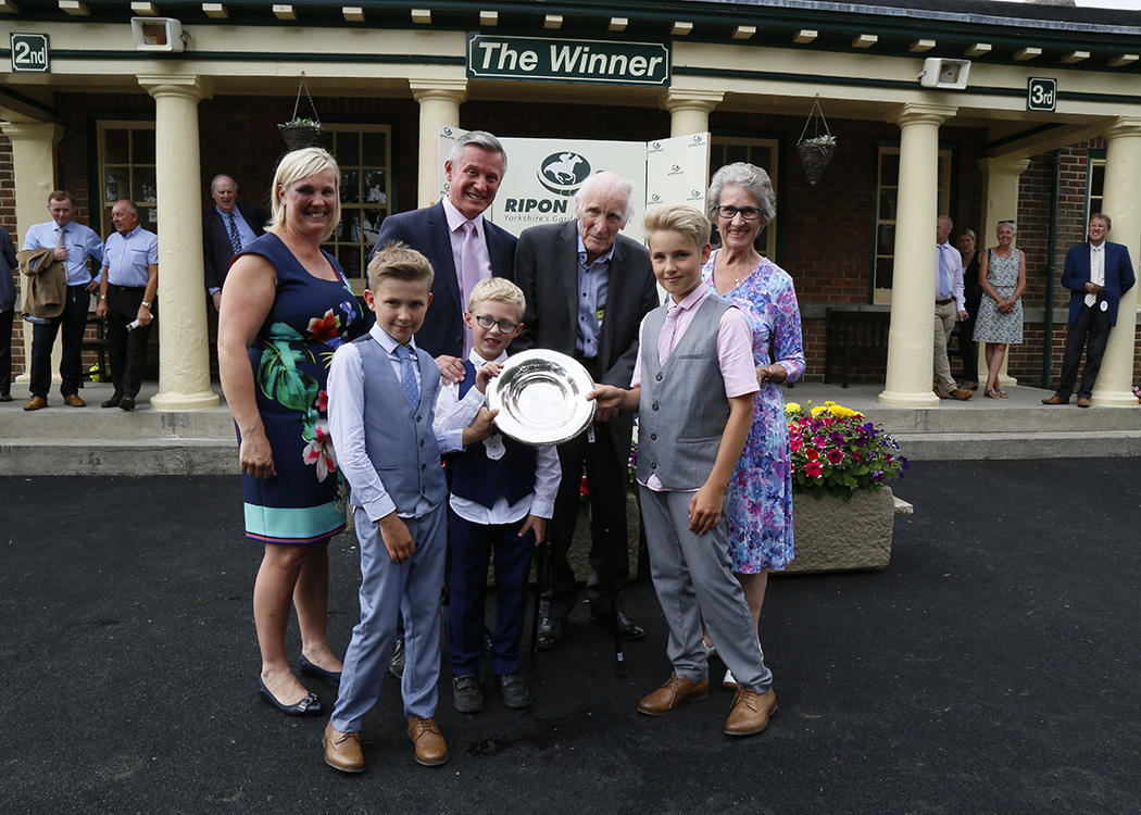 WINNER! Pipers wins Grandad's race at Ripon - 16th July 2018